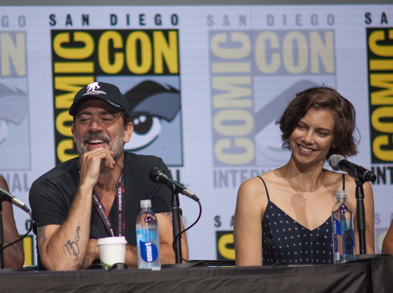 画像: ジェフリー・ディーン・モーガン(左)と、マギー役のローレン・コーハン(右)。