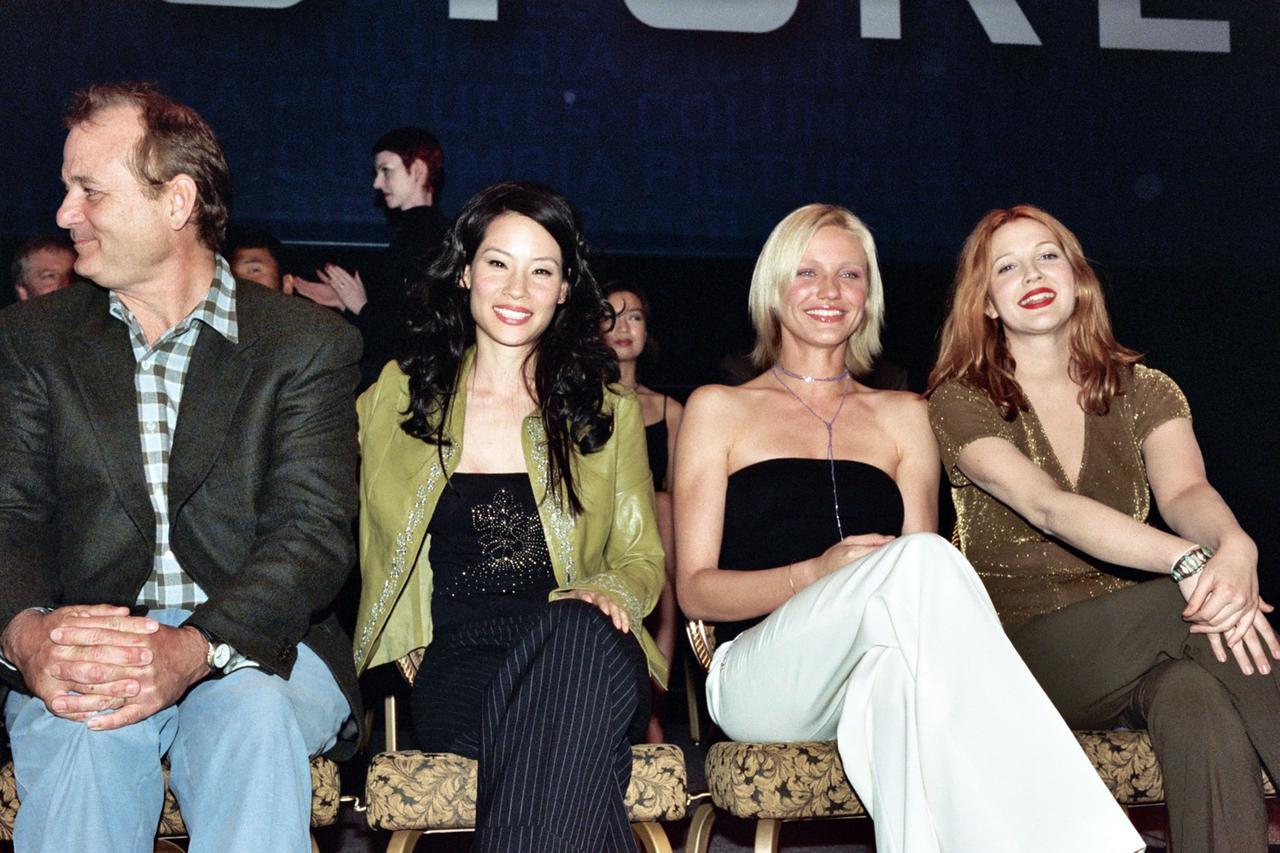 画像: (左から)『チャーリーズ・エンジェル』で共演したビル・マーレイ、ルーシー・リュー、キャメロン・ディアス、ドリュー・バリモア。