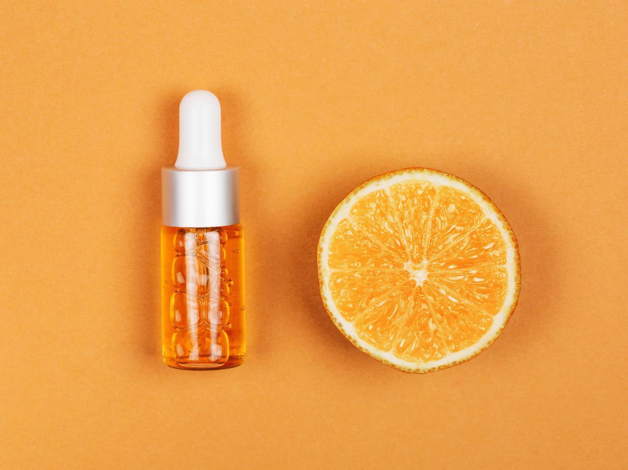 画像: コツ2.スキンケア製品は「ビタミンC」や「レチノール」と組み合わせる