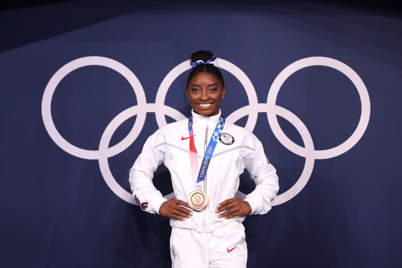 画像: 体操女子種目別平均台で銅メダルを獲得したシモーネ・バイルズ。