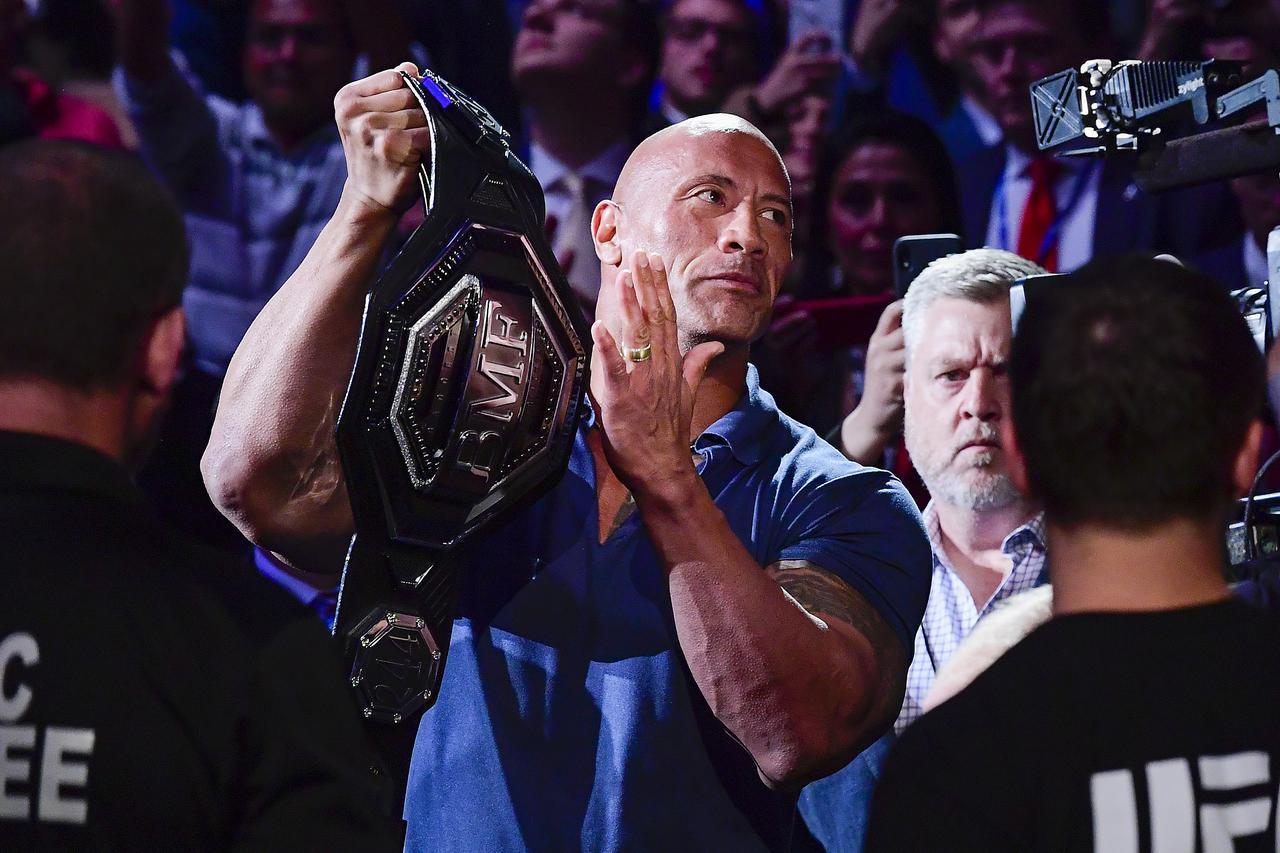 画像: ロック様の腹筋がシックスパックじゃないのはなぜ?