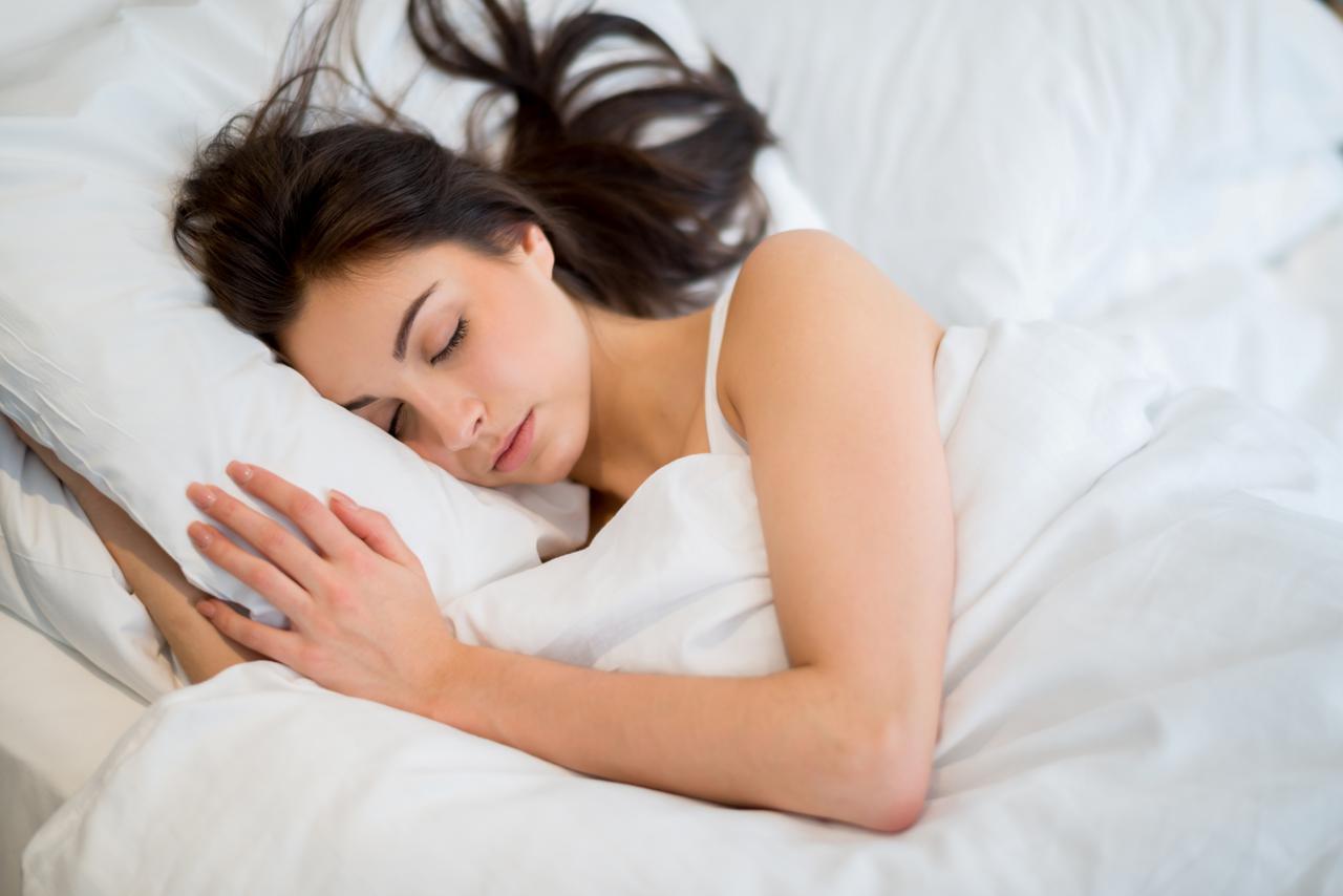 画像: 顔の寝ぐせが消えないのは「枕」が原因?