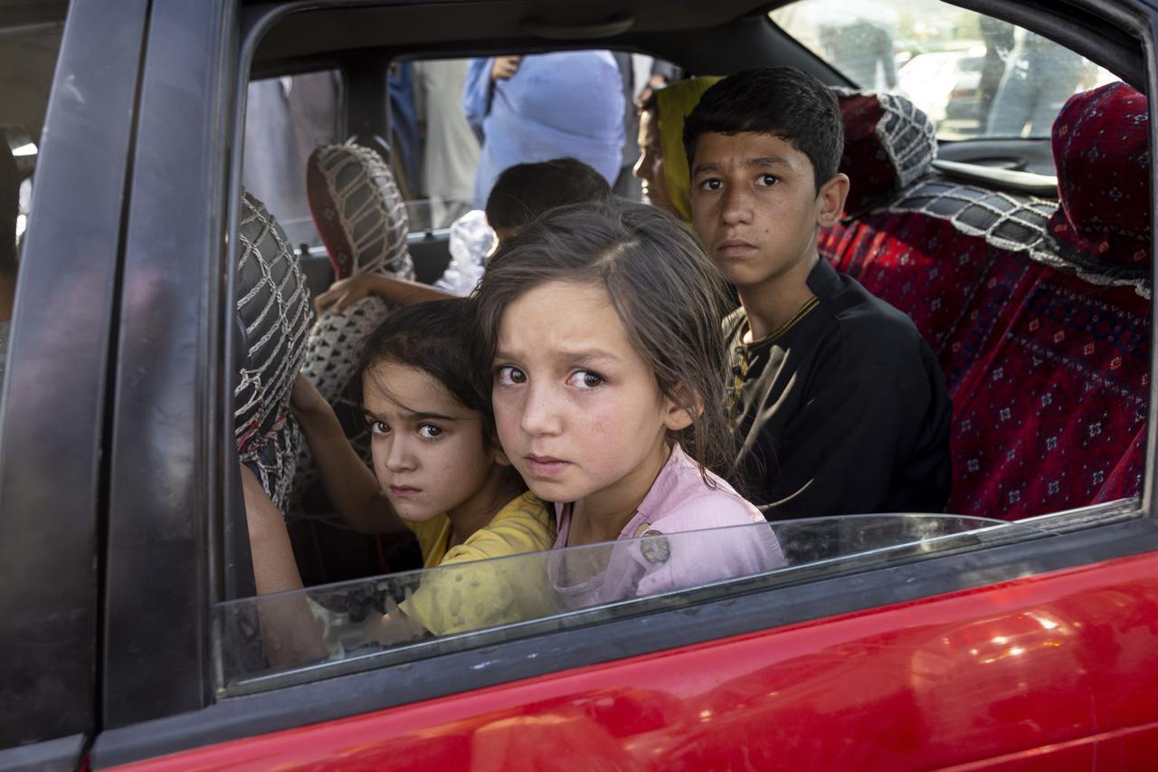 画像: タリバンが北部を制圧するなかでは、家を捨て、首都カブールへ避難してくる人々は多くいた。(8月10日にカブールで撮影)