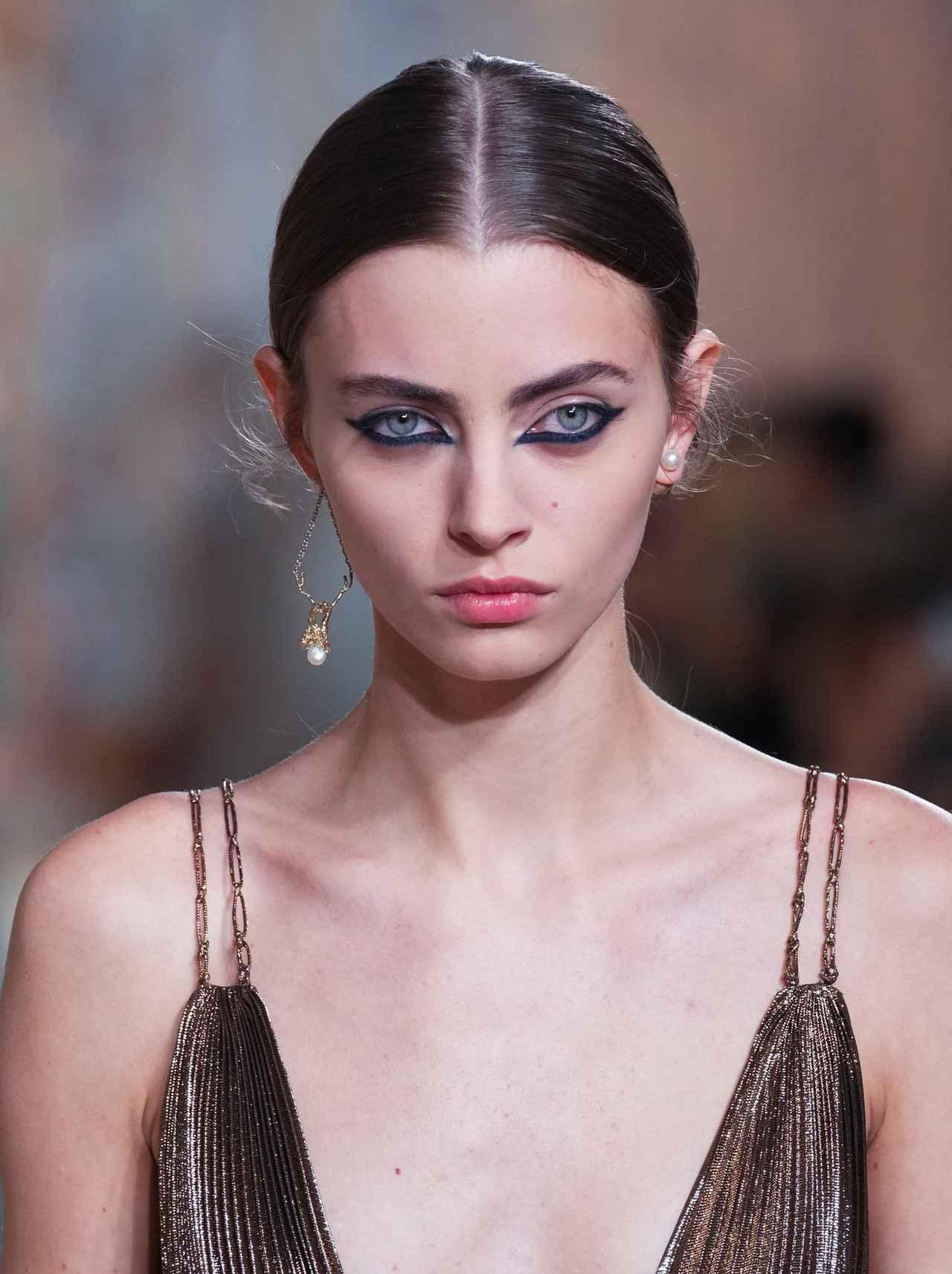 画像: Christian Dior : Runway - Paris Fashion Week - Haute Couture Fall/Winter 2021/2022