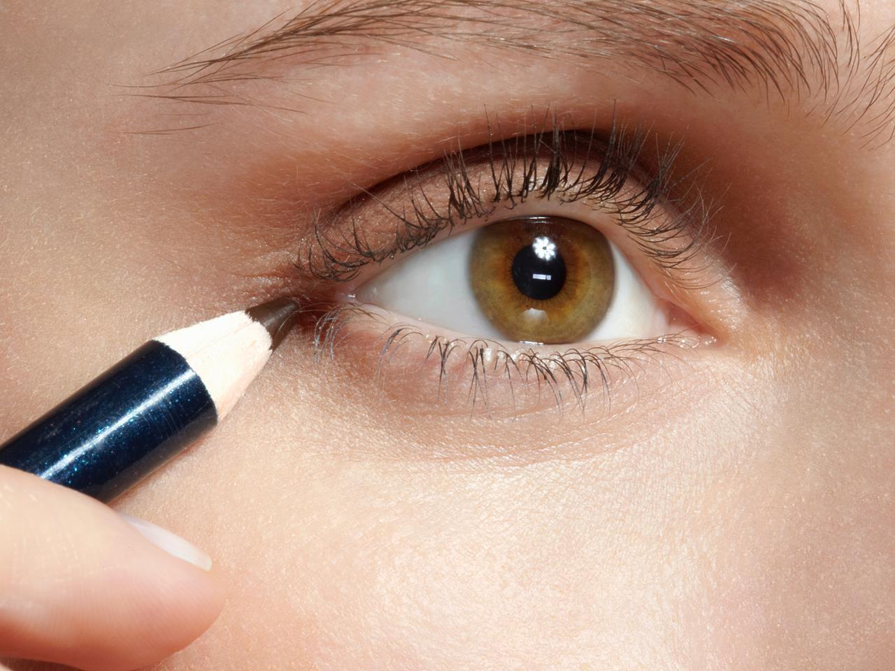 画像: メイクによって目の大きさが変わる?