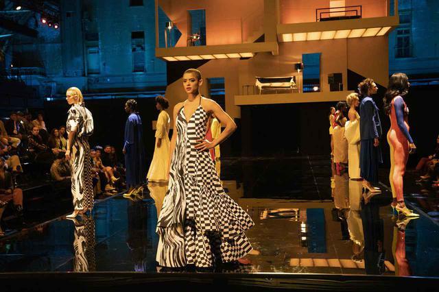 画像3: 『ゴシップガール』オリジナル版と新作のファッションを徹底比較!そこから見える、現代のテーマとは?