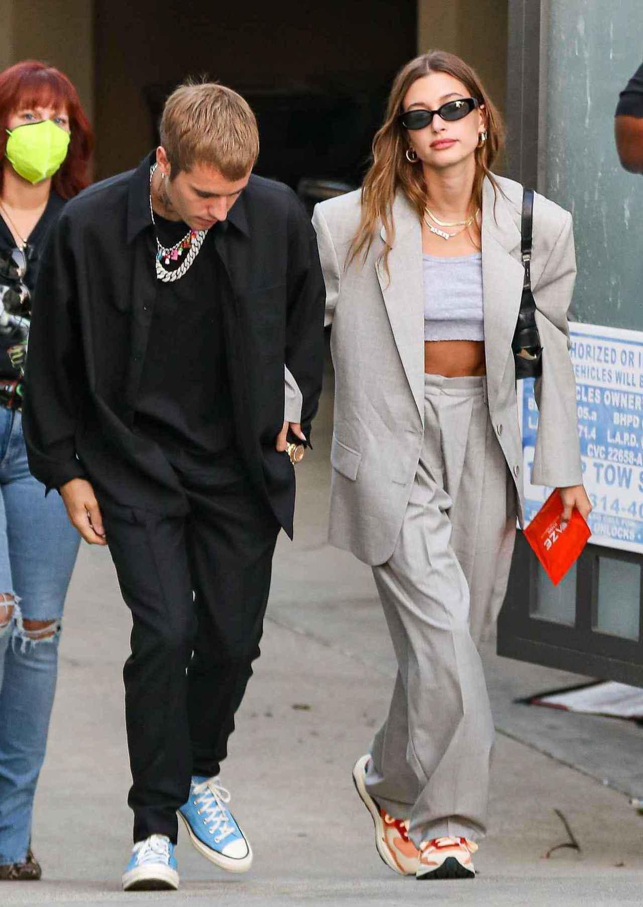 画像: ジャスティン・ビーバーとのデートにも「ストリートスーツ」で