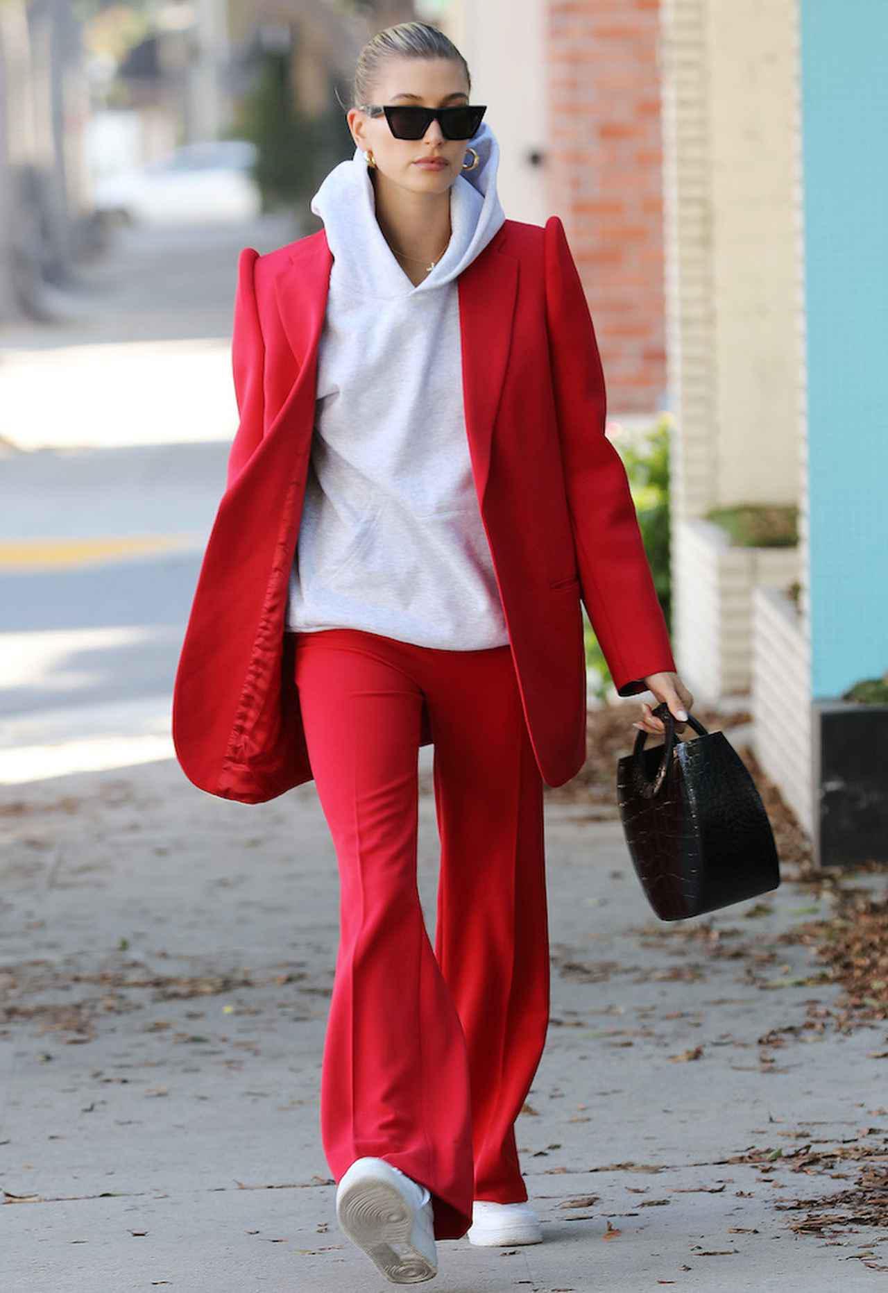 画像: ポップな「カラースーツ」も人気上昇中!