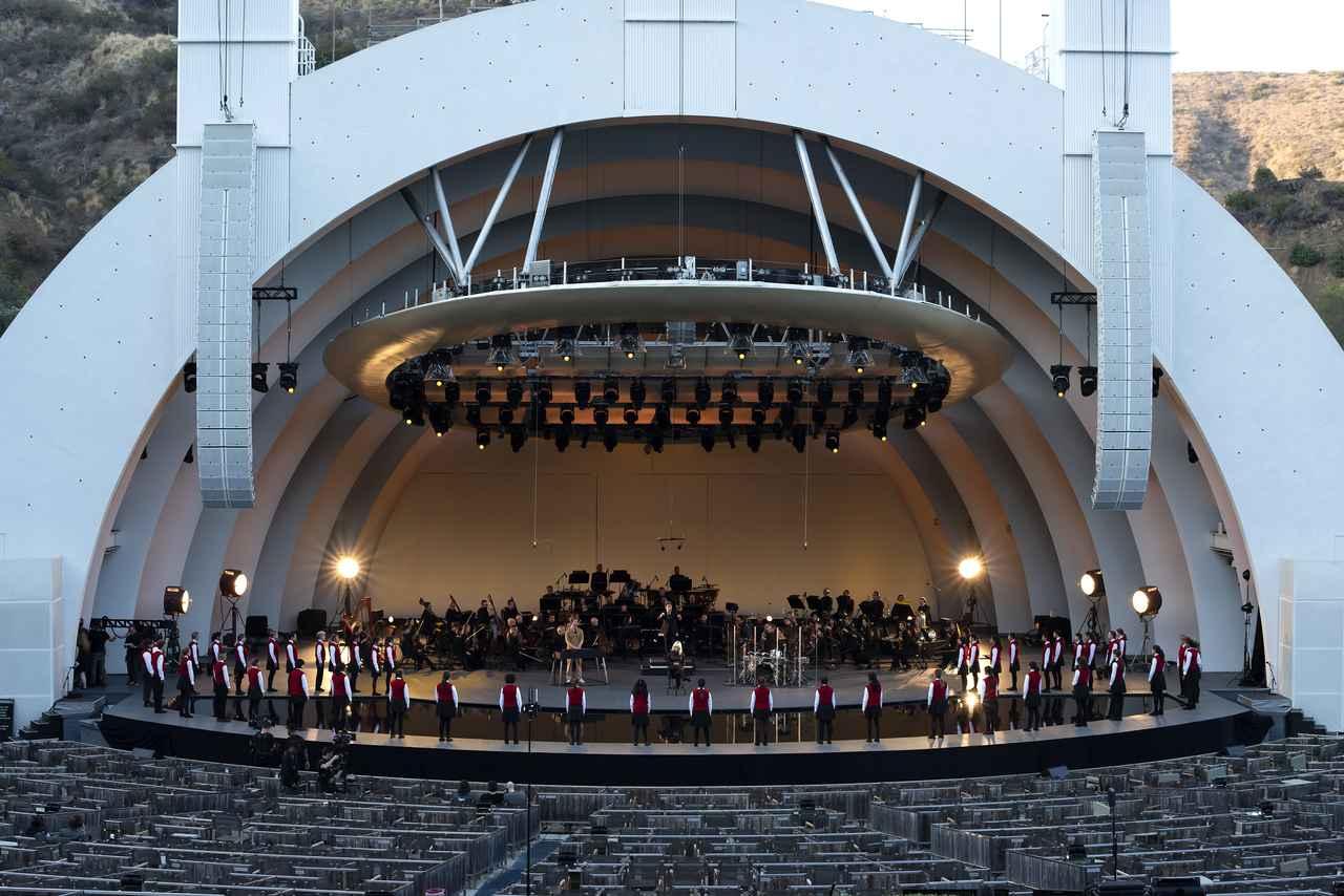 画像2: 故郷のロサンゼルスにオマージュを捧げたビリー・アイリッシュ