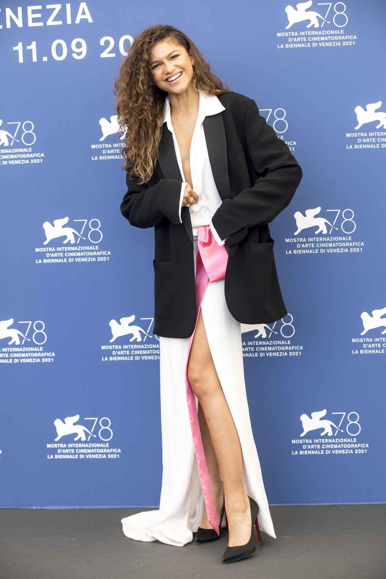 画像2: ゼンデイヤがヴァレンティノのドレスを着用