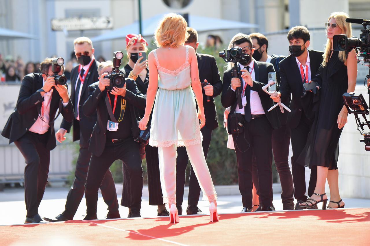 画像3: ヴェネチア国際映画祭にクリステン・スチュワートが登場