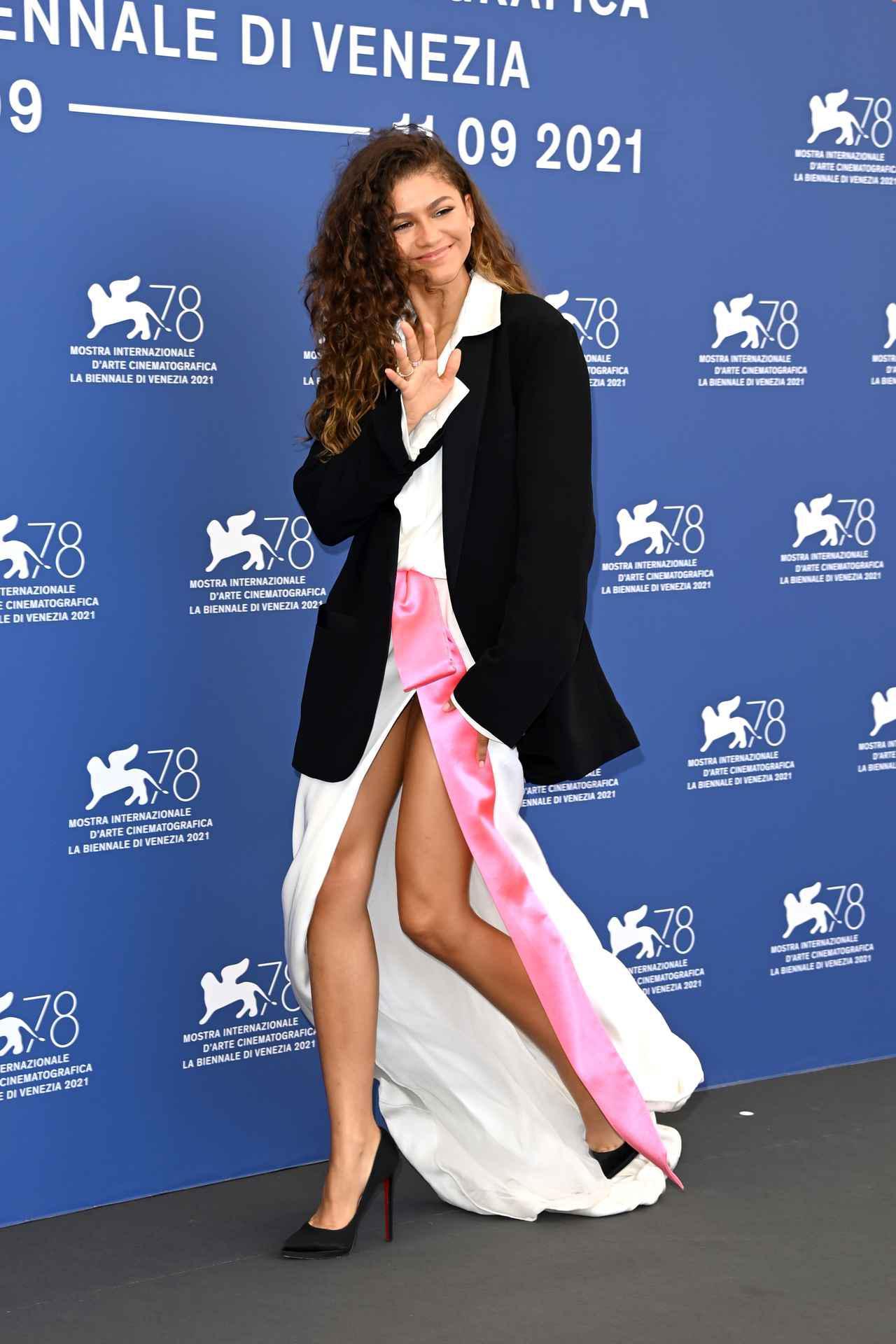 画像3: ゼンデイヤがヴァレンティノのドレスを着用