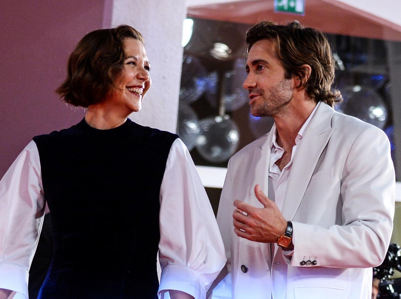 画像: マギー・ギレンホール×ジェイク・ギレンホールの姉弟がレア2ショット!ヴェネチア映画祭で - フロントロウ -海外セレブ&海外カルチャー情報を発信