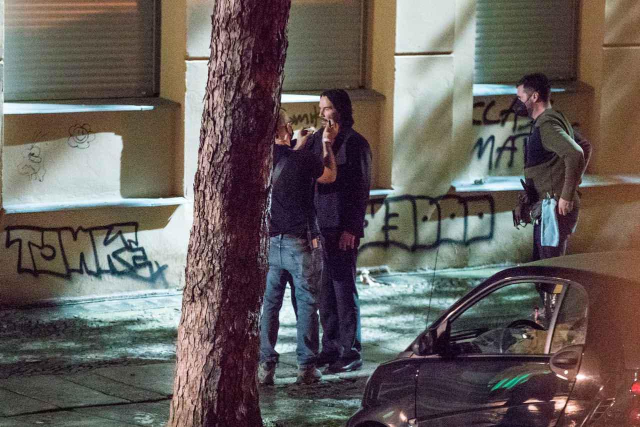 画像: 『ジョン・ウィック4』撮影中のキアヌ・リーブス。