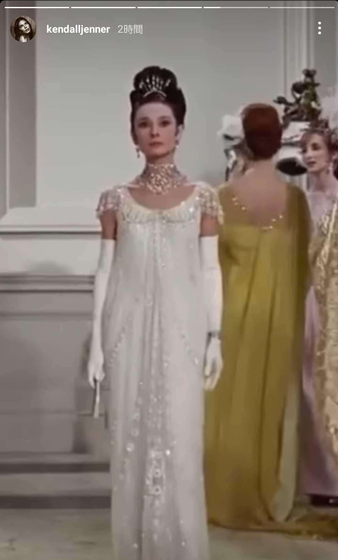 画像2: ケンダル・ジェンナーはジバンシィのカスタムドレス