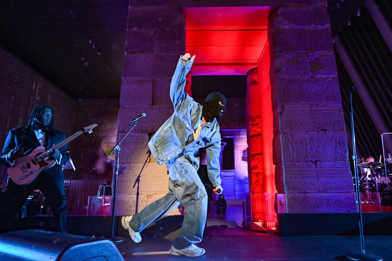 画像2: ジャスティン・ビーバーが「ベイビー」を含むヒット曲を熱唱