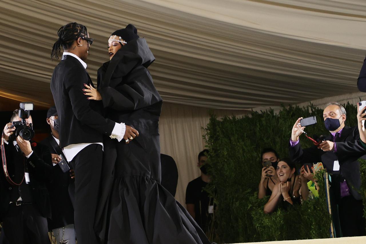 画像7: リアーナとエイサップ・ロッキーがMet Galaでカップルデビュー
