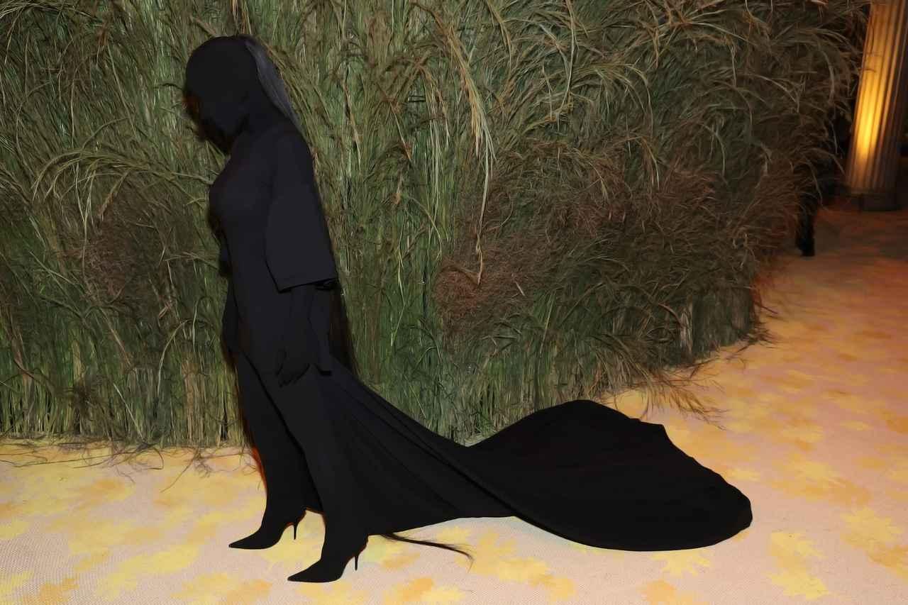 画像6: キム・カーダシアンが覆面ルックで登場