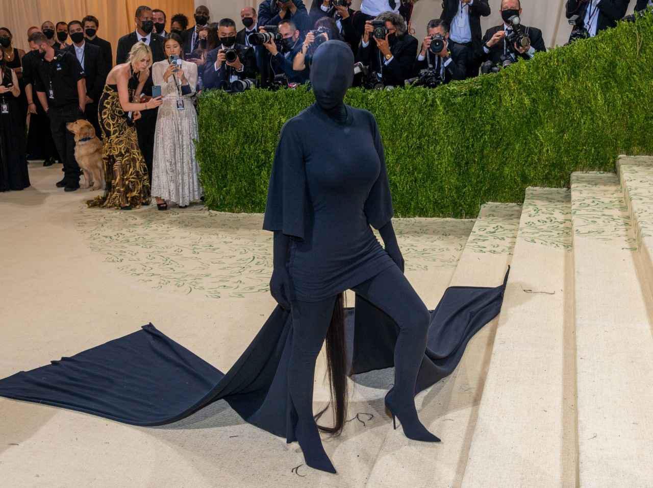 画像: キム・カーダシアンの覆面ファッション、その下のメイクはどうなっていた? - フロントロウ -海外セレブ&海外カルチャー情報を発信