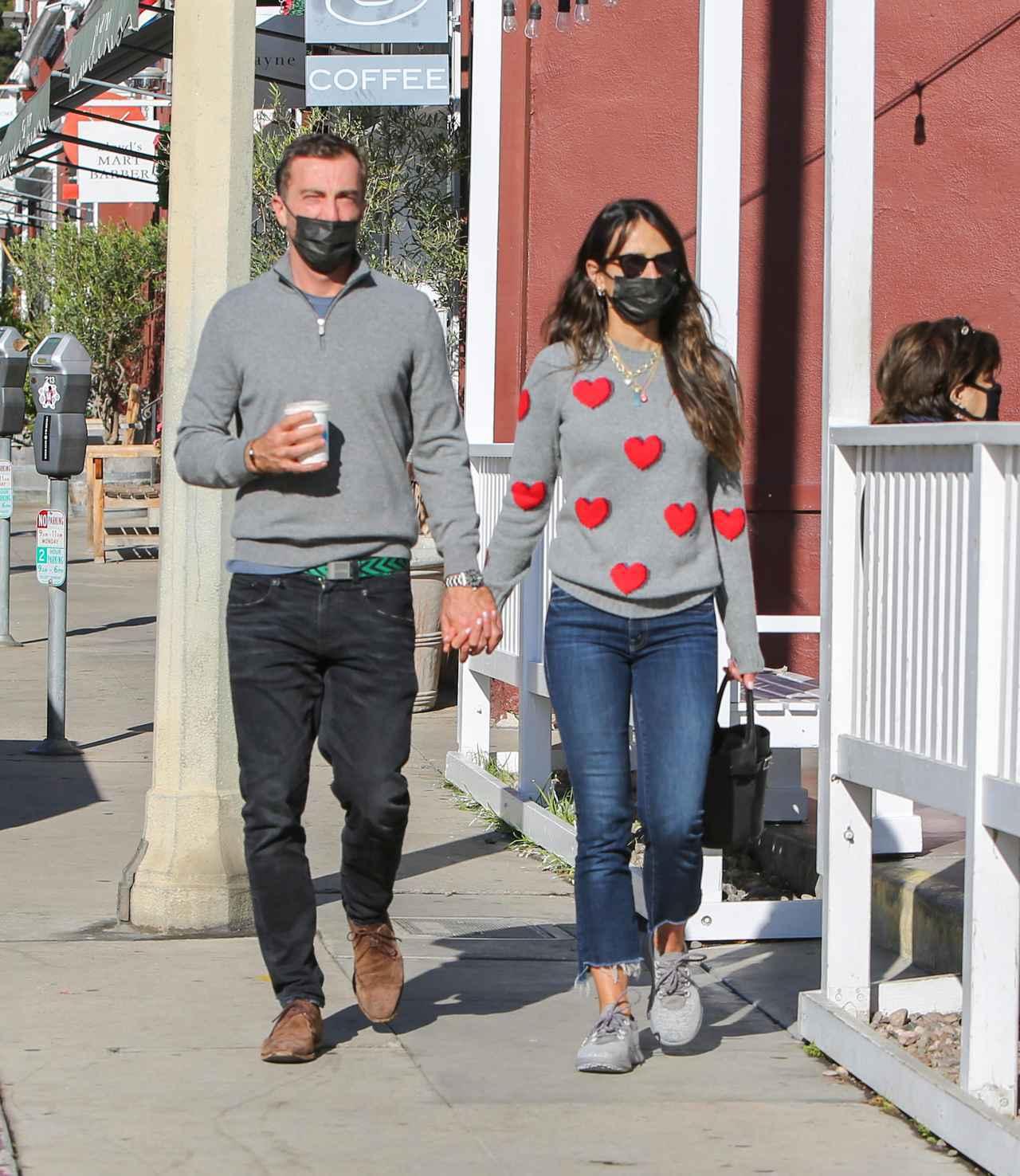画像: 2020年12月にロサンゼルスでデートをしているジョーダナとメイソン。