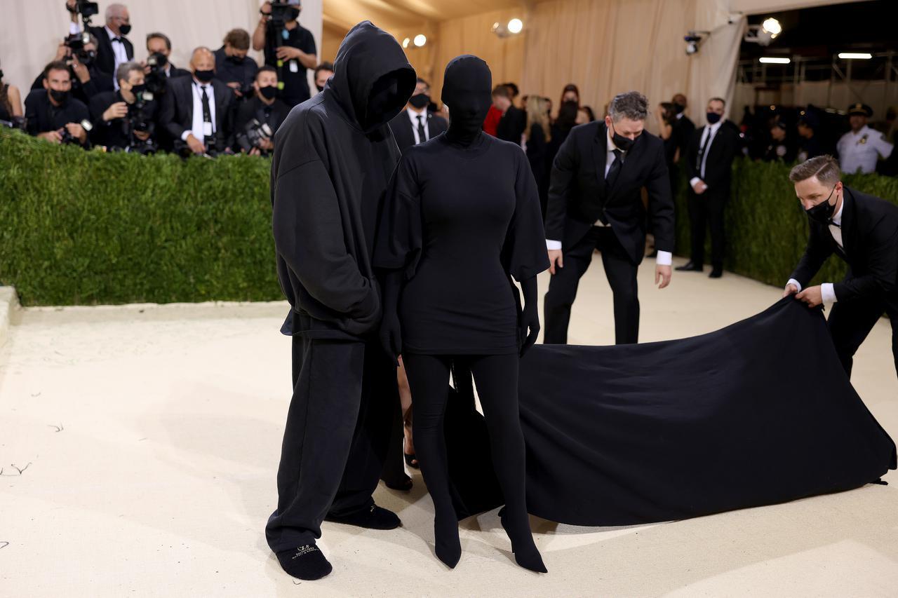 画像: メットガラでの覆面ルックが話題になったキム・カーダシアン