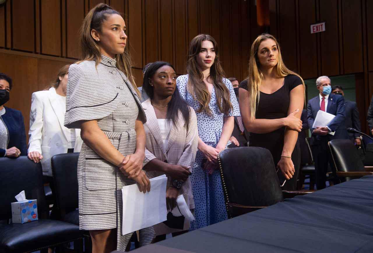 画像: 性的虐待事件をめぐる公聴会で被害にあった選手たちが証言