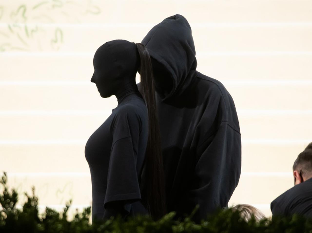 画像: キム・カーダシアン、覆面ルックはやっぱり「あの人」の影響があった【メットガラ2021】 - フロントロウ -海外セレブ&海外カルチャー情報を発信