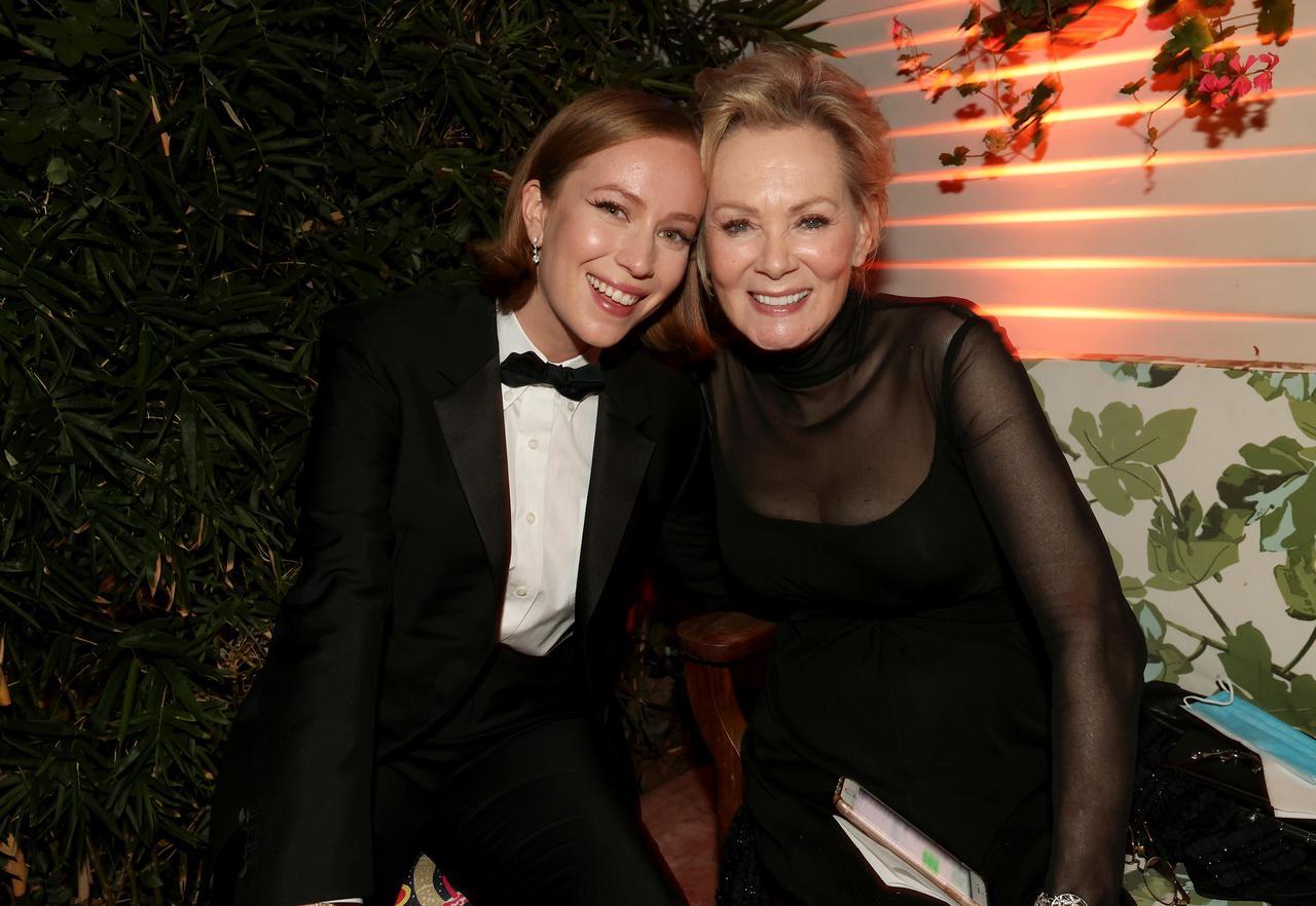 画像: ハンナ・エインビンデル(左)、ジーン・スマート(右)