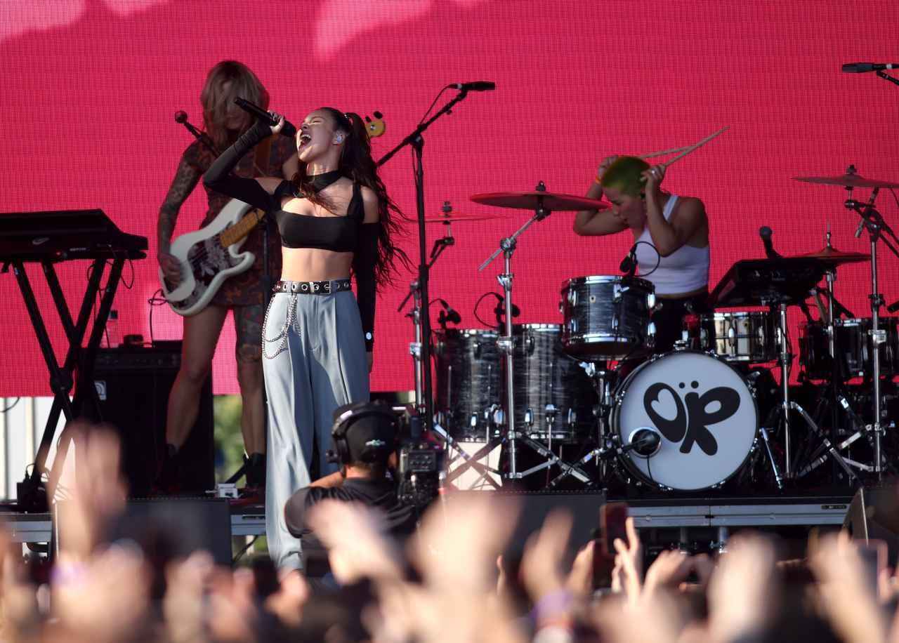 画像1: オリヴィア・ロドリゴがiHeartRadio Music Festivalで初ライブ