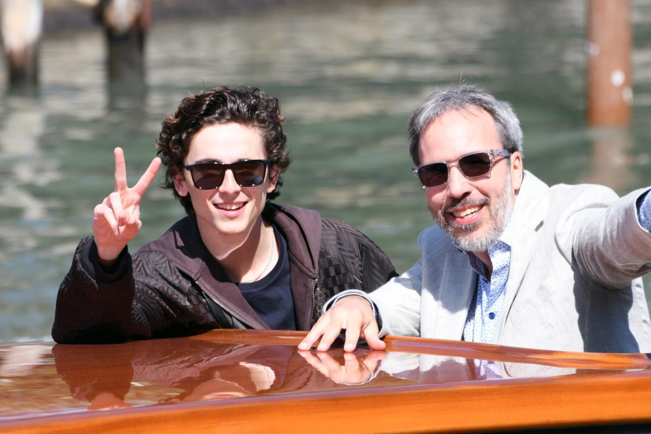 画像: ヴェネチア国際映画祭に参加したティモシー・シャラメとドゥニ・ヴィルヌーヴ監督。