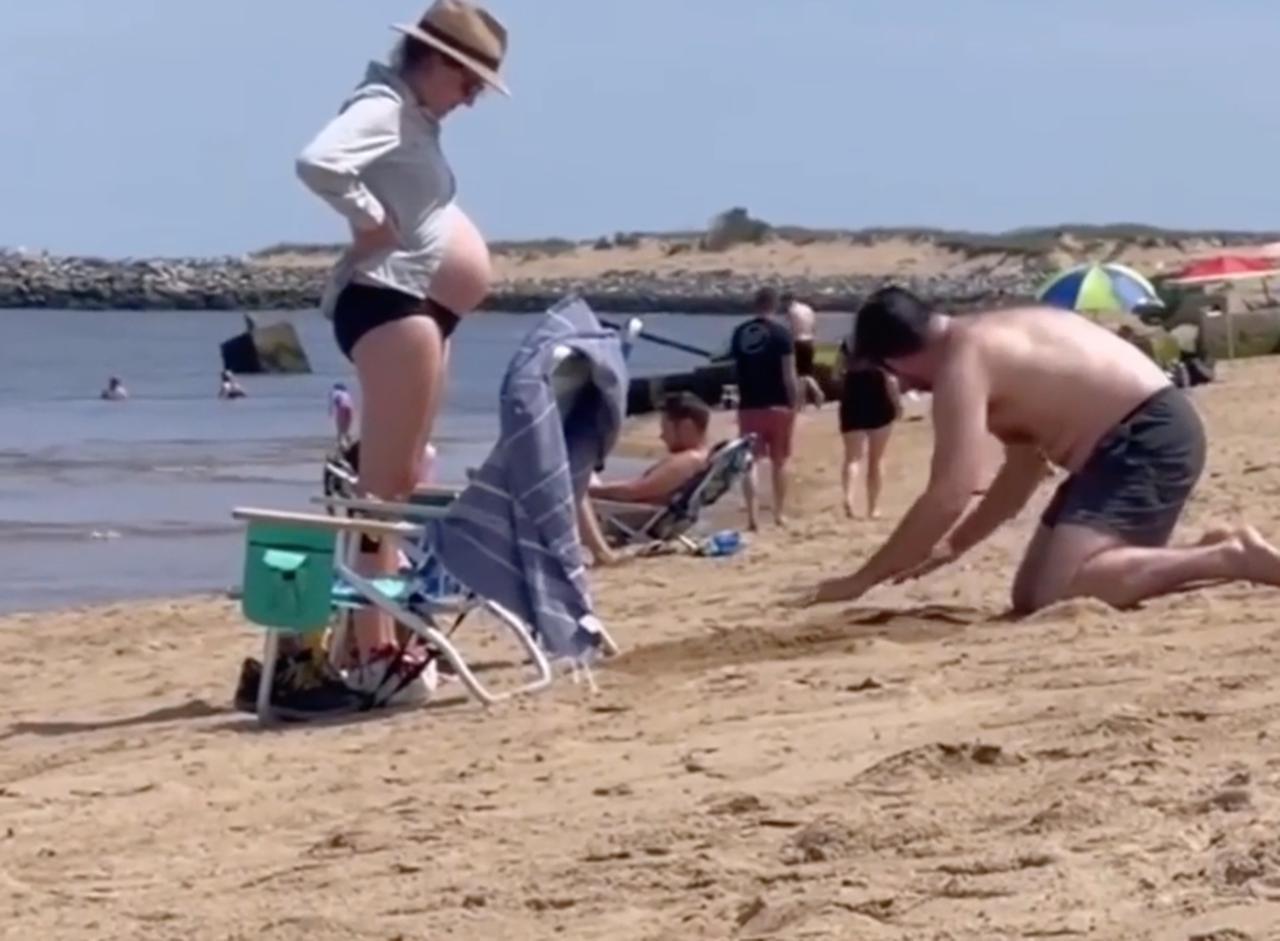 画像2: ビーチで穴を掘っていた素敵な理由