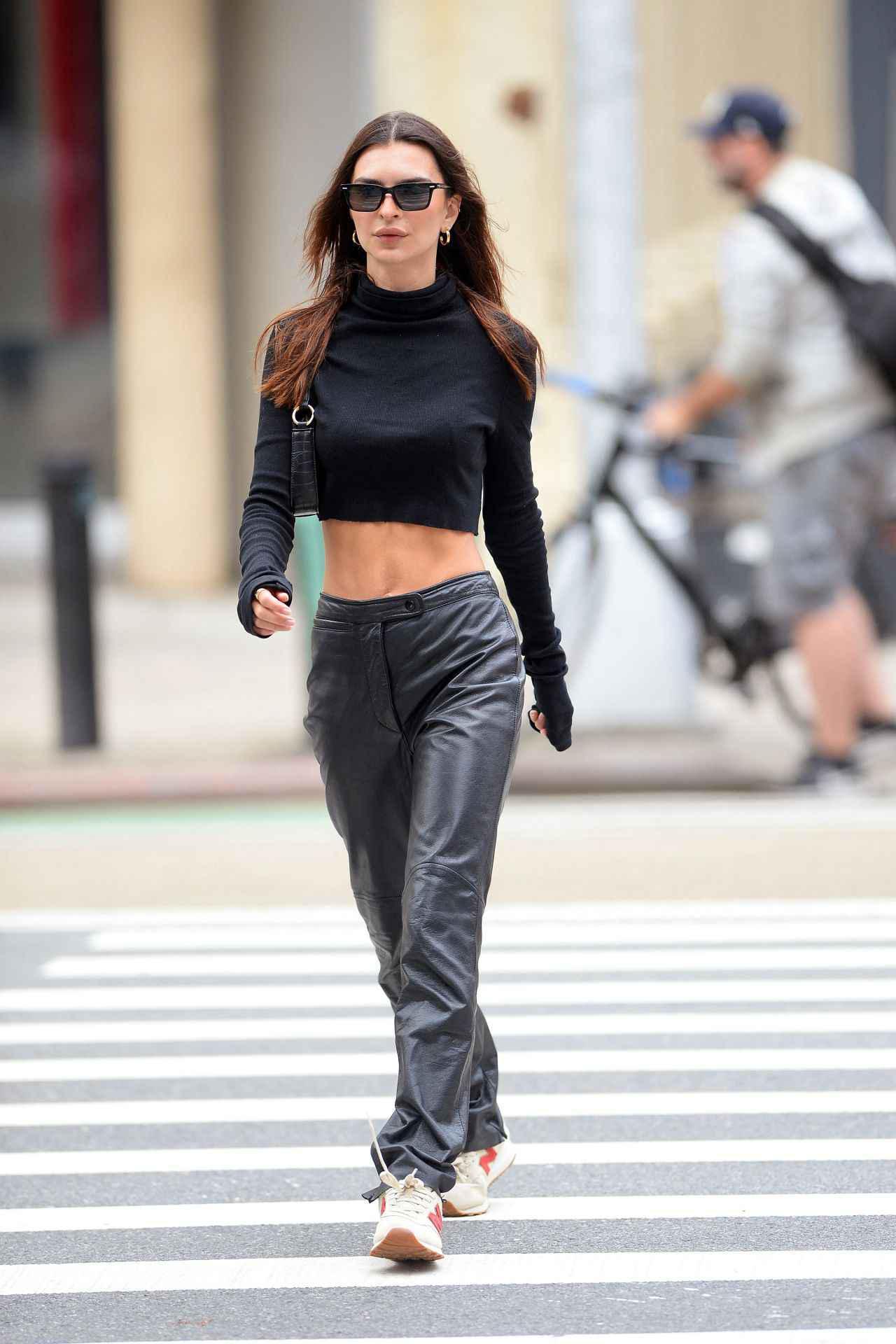 画像1: 俳優兼モデルのエミリー・ラタコウスキー