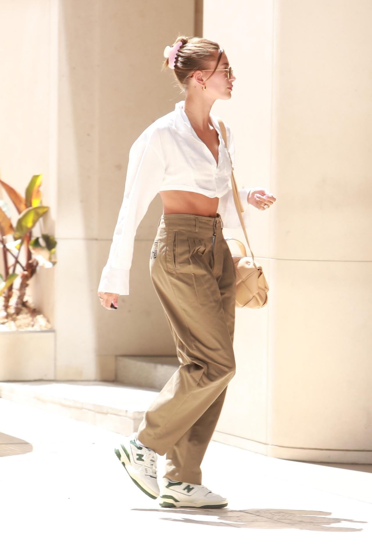 画像1: モデルのヘイリー・ビーバー