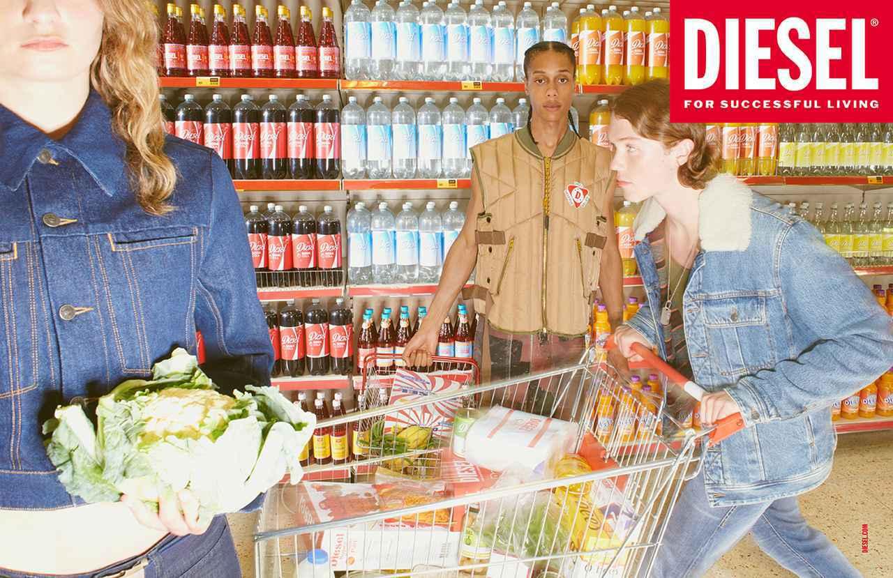 画像2: カラフルなスーパーで描く大量消費社会へのアイロニー