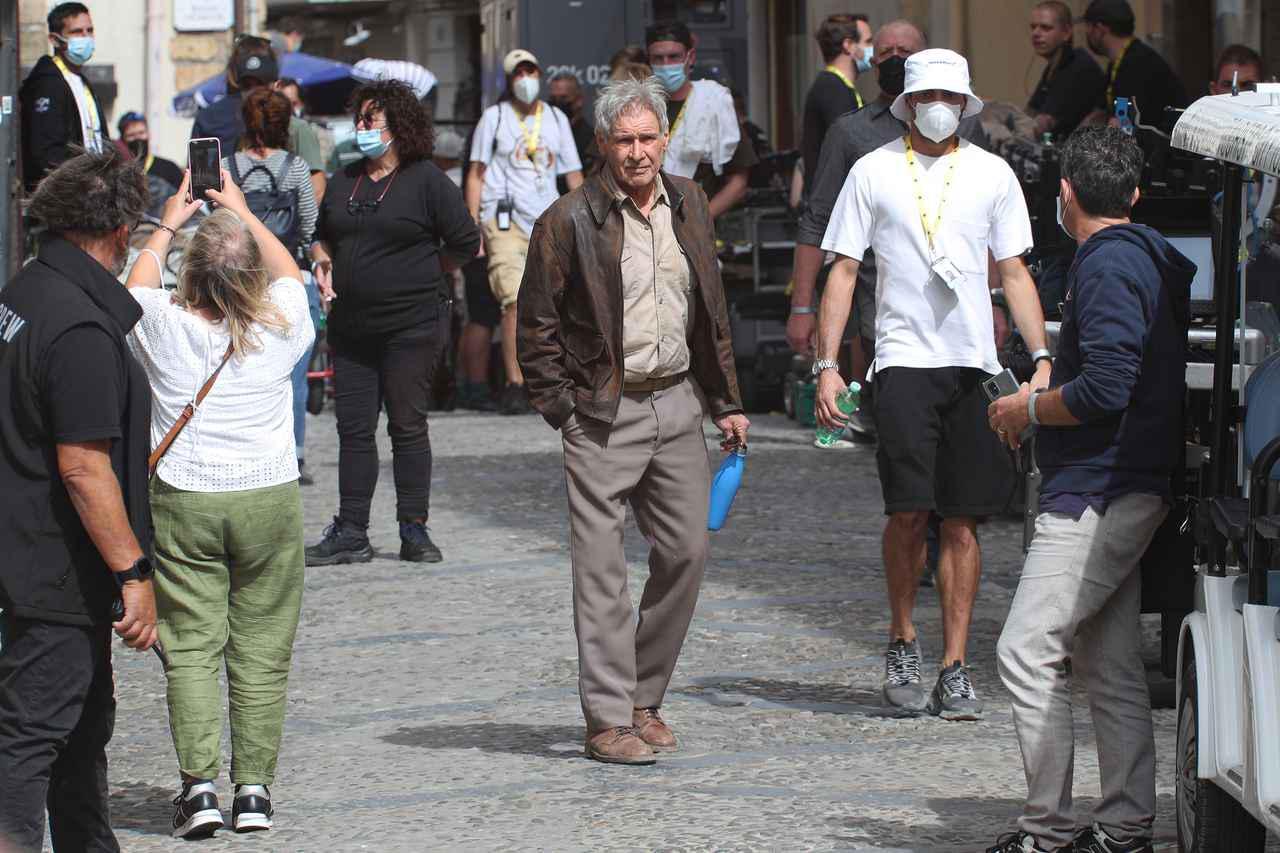 画像6: マッツとハリソンの姿を撮影現場でキャッチ