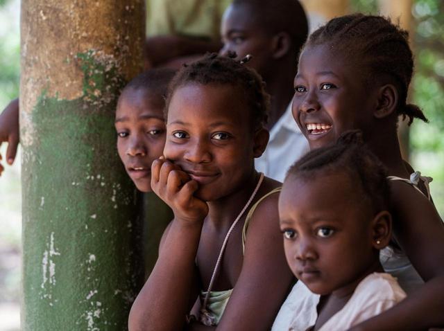 """画像: 国際ガールズ・デーに知るべき、「女の子たちが生きる毎日」の""""過酷さ"""" - フロントロウ -海外セレブ&海外カルチャー情報を発信"""