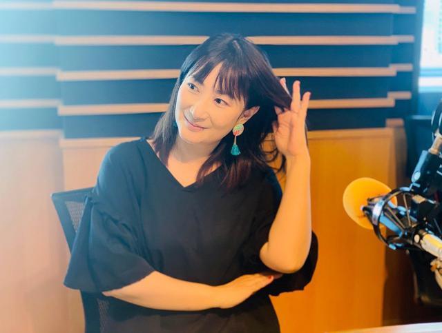 画像: ★この日、サザンオールスターズ「栞のテーマ」をオンエア。しゅくちゃんに髪をかき分けてもらいました。
