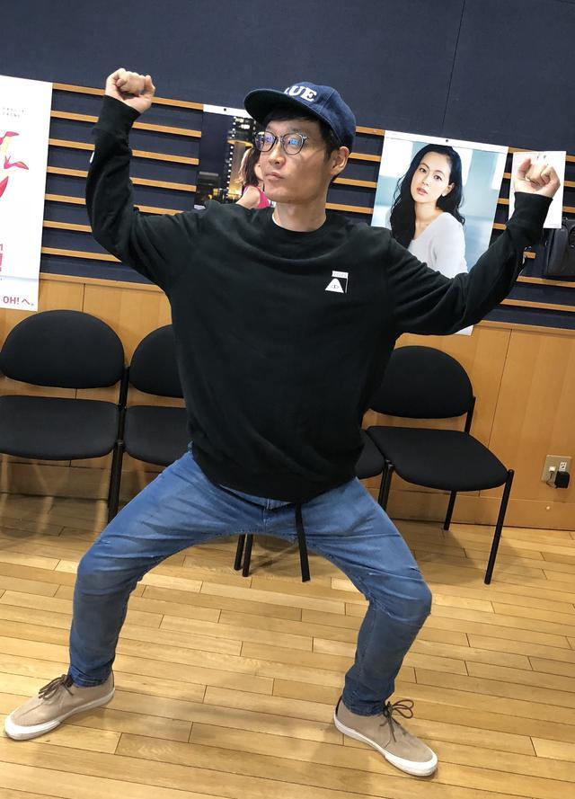 画像: エンドゥさんにレゲエ風に踊ってもらいました!レゲエってこんなんでしたっけ…??