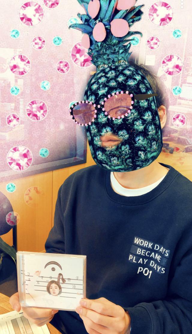 画像: 今日のゲスト 杏沙子さんのCDを持ってるエンドゥさん‼︎