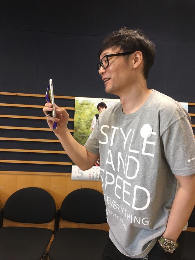 画像: モビコさんを盗撮している遠藤の淳さん。。