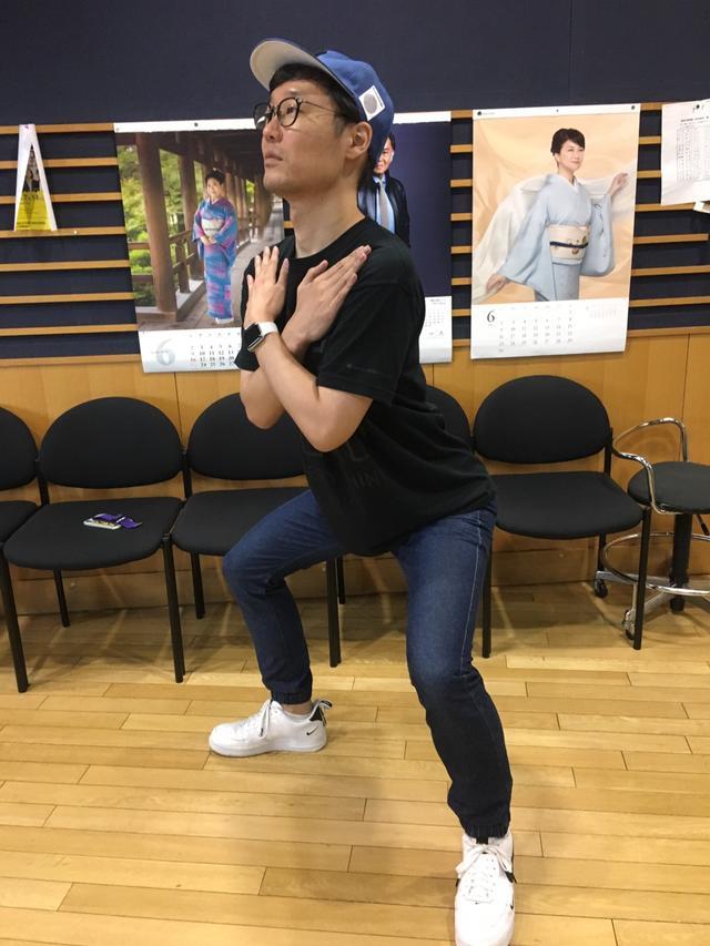 画像: スタッフで運動の話をしていたので運動してもらいました。ゴリラ(笑)(笑)