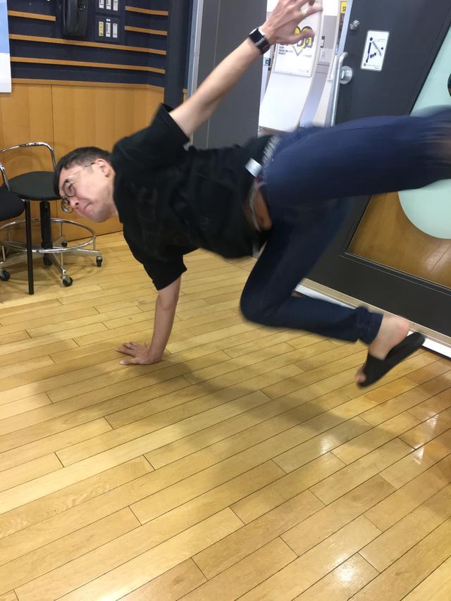 画像: ダンサージュン!インパクトおじさん!