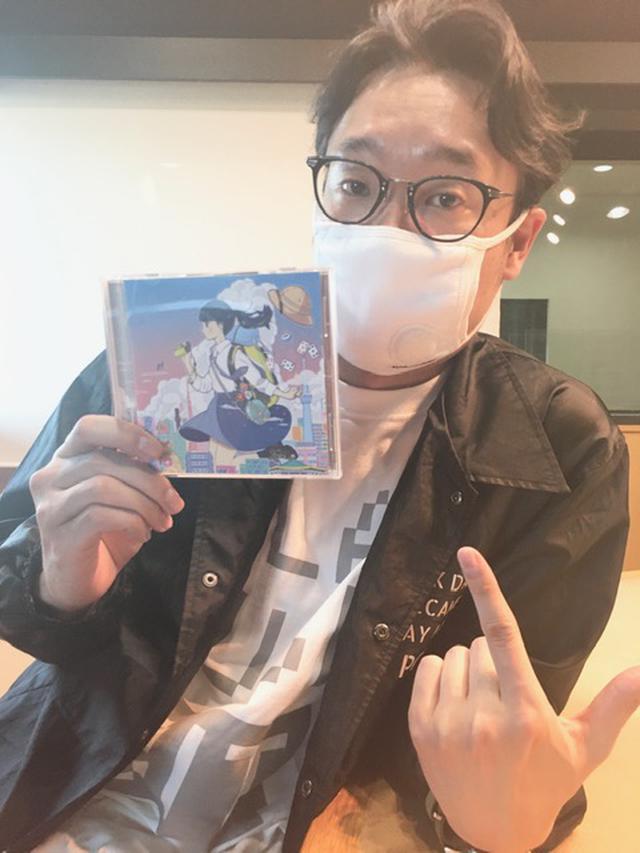 画像: ヤマシタさんはスタジオにいらっしゃらないので、えんどぅさんのソロ写真です。