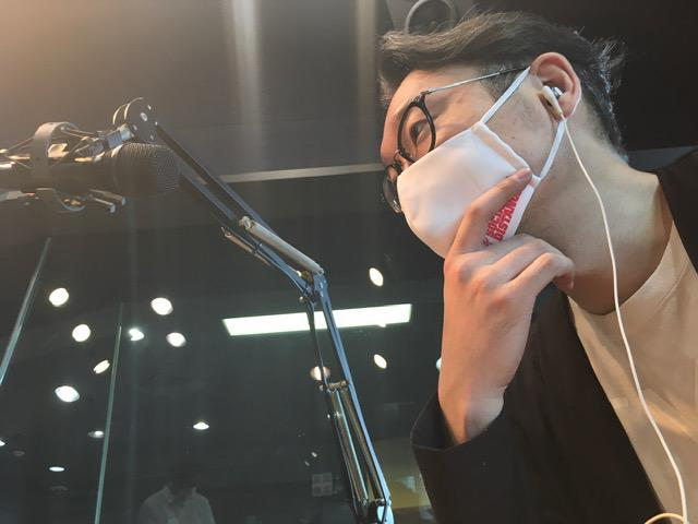 画像: 橋口さんはスタジオにいらっしゃらないので、えんどぅさんのソロ写真となります。