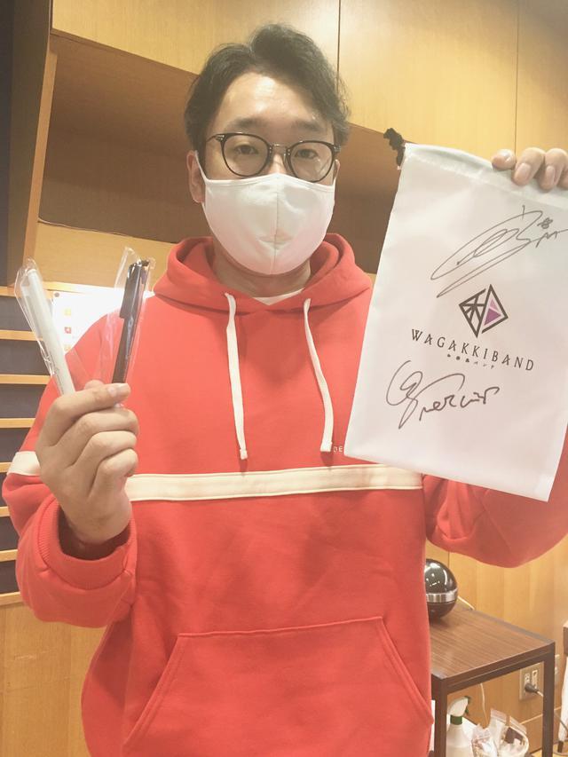 画像: 今週は和楽器バンドの巾着とペンをプレゼント!巾着には鈴華さんと町屋さんのサイン入り!