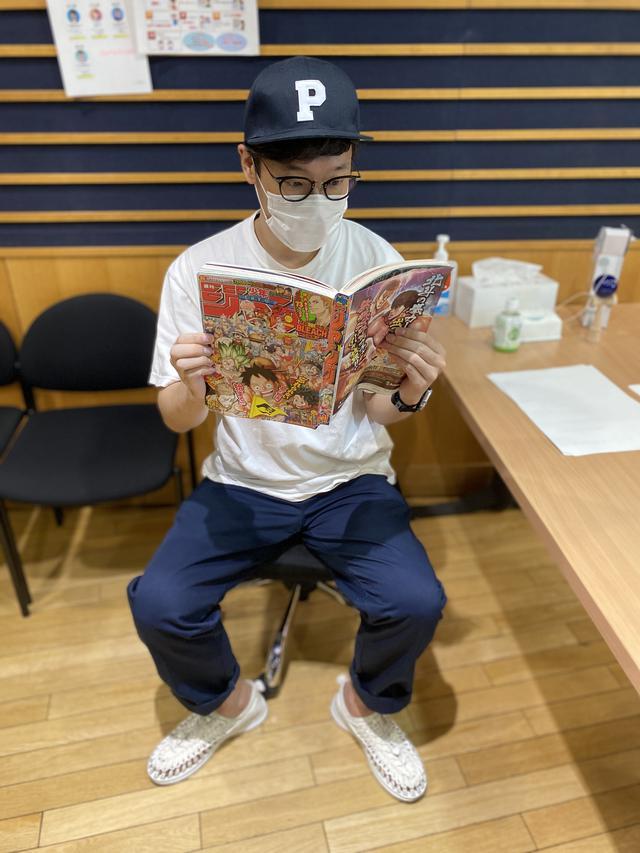 画像: 何を読んでいるのか・・・