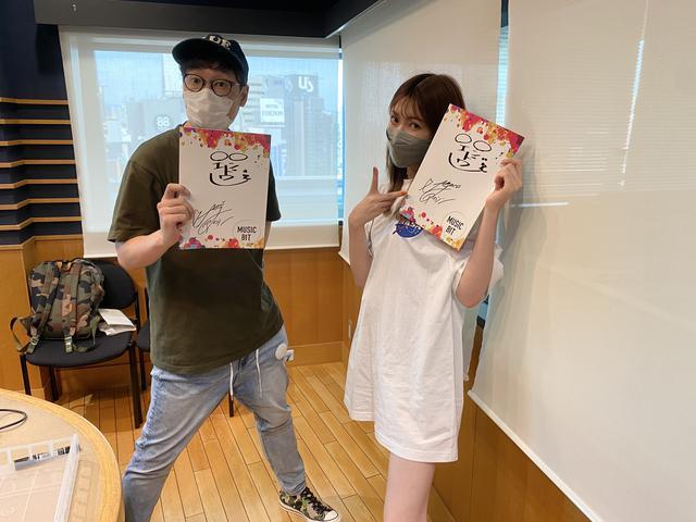 画像: 久しぶりにエンドゥー&アカリンのサイン入りノートをプレゼント!