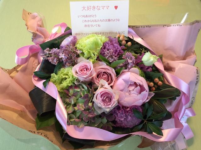 画像: 母の日に贈った花。喜んでくれたようで、早速SNSに載せていました(笑)