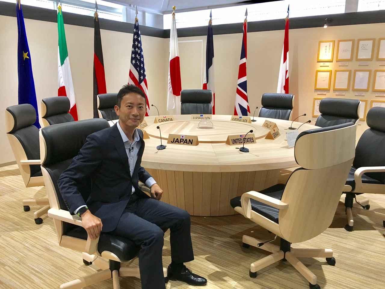 画像: 「JAPAN」の席には、実際に座ることもできます。