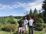 画像: 今年の初ゴルフは、濱田・堂野両アナと。